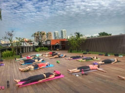 rooftop yoga singapore_11 Jun