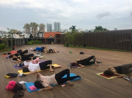rooftop yoga singapore_13 Aug